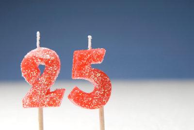 Silberhochzeit steht für 25 Jahre Ehe.