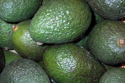 Avocados gehören zu den kohlenhydratarmen Obstsorten.