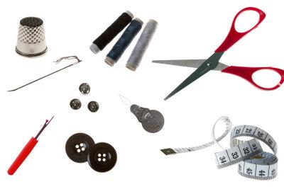 Arbeitsmaterial für verschiedene Näharten von Hand.