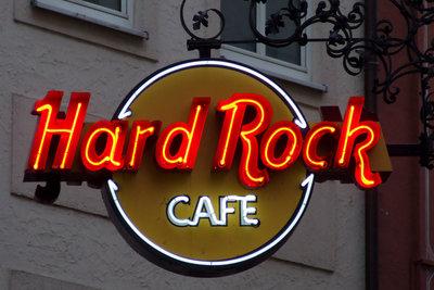 Das weltbekannte Logo an einer Außenfassade