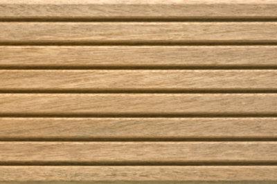 Holz benötigt Pflege.