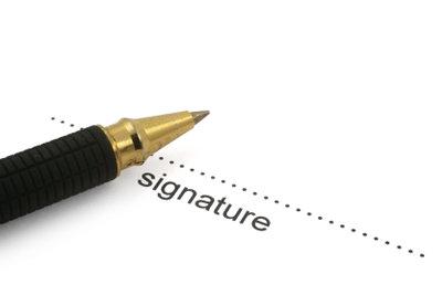 Anschreiben mit Füller unterschreiben