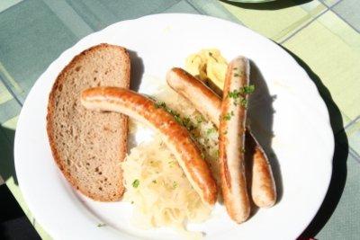 Selbst gemachtes Sauerkraut schmeckt lecker.