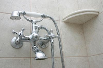 Luxuriös duschen dank neuer Duschpaneele