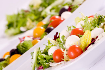 Mediterranes Essen ist reich an Olivenöl.