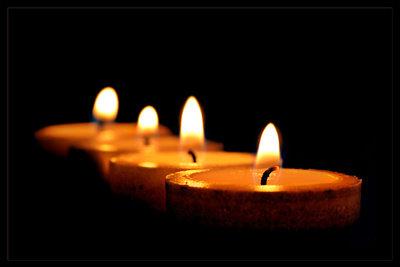 Kerzenlicht verbreitet romantische Stimmung.