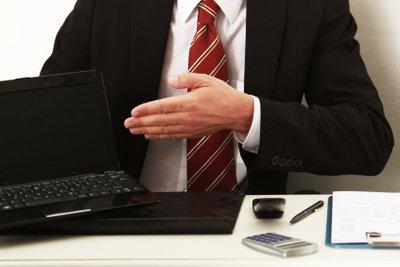 Die Lohnsteuerabzugsbescheinigung dem Arbeitgeber aushändigen