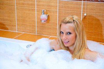 Eine abgenutzte Badewanne stört den Badespaß.