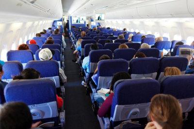 Den Sitzplatz im Flugzeug online reservieren.