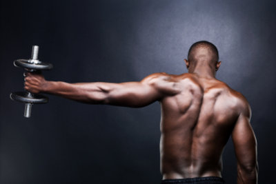 Mit Hanteln können Sie Muskeln aufbauen.