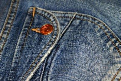 Die Jeans mit Nieten aufpeppen