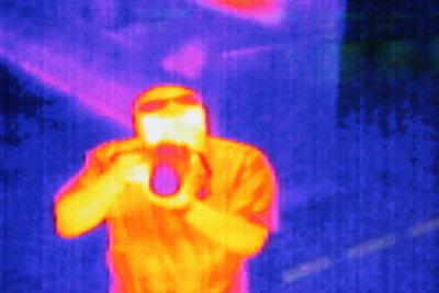 Eine Infrarotkamera macht Kältebrücken sichtbar.