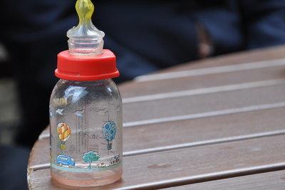 Bei Durchfall müssen Babys viel trinken.