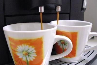 Wie setzt man eine Kaffeemaschine ab?