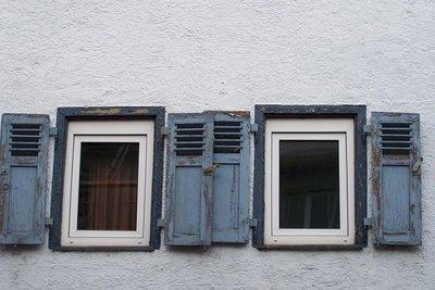 Fensterläden schützen zuverlässig vor der Sonne.