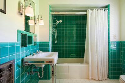 Ein Duschvorhang muss sauber sein.