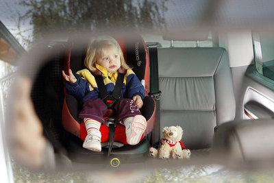 Kinder brauchen einen eigenen Autositz.
