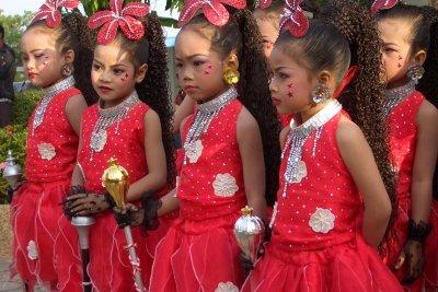 Die Kleinen liebens an Karneval bunt.