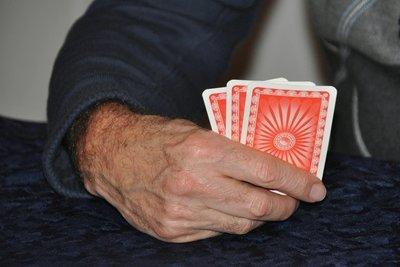 Auch Kartenspiele sind partytauglich.