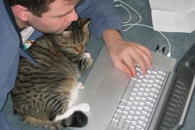 Ein Laptop muss fachgerecht entsorgt werden.