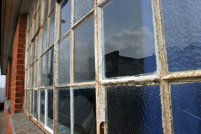 Gerade alte Häuser sind häufig feucht.