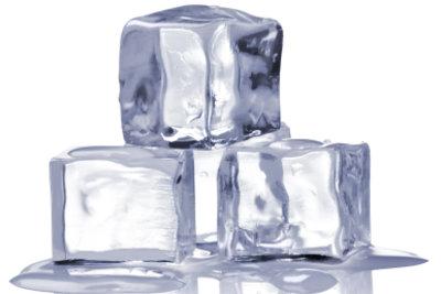 Eiswürfel verhindern eine Schwellung.