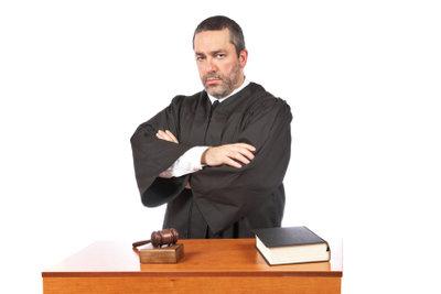 Als Beamter eine Polizeibehörde juristisch vertreten