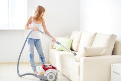 Reinigen Sie Ihre Polstermöbel regelmäßig.
