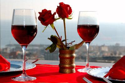 Entfernen Sie eingetrocknete Rotweinflecken!