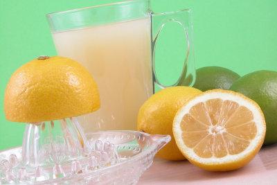 Limonade mit Speisenatron zubereiten