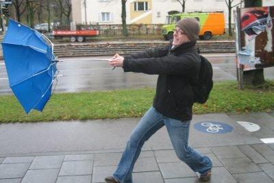 Kann man diesen Regenschirm noch reparieren?