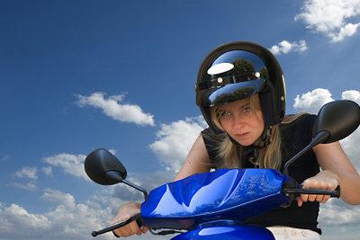 Ein Roller Helm soll chic sein.