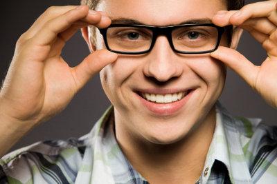 Die Brille - lieber Glas oder Kunststoff?