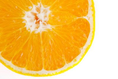 Orangen kann man mehrere Wochern lagern.