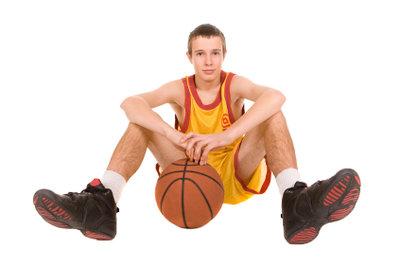 Spielzüge beim Basketball lernen.