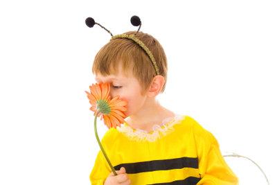 Kinder spielen gerne Biene Maja.