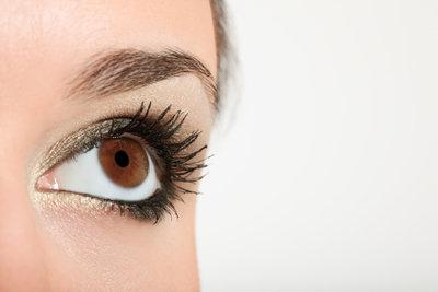 Augenbrauen brauchen den richtigen Schwung.