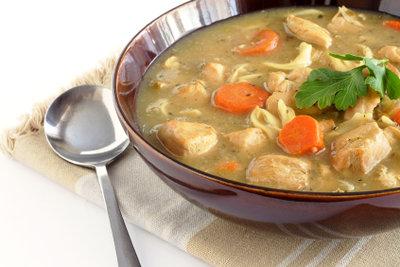Suppe mit Hähnchen ist ein Klassiker.