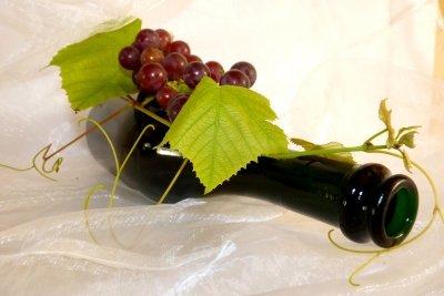 Verpacken Sie die Weinflasche ideenreich.