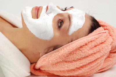 Mit Hausmitteln die Hautalterung aufhalten.