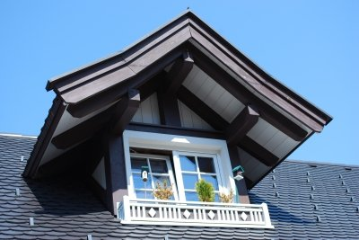 Bauen Sie einen kleinen Dachbalkon.