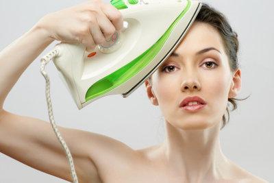 Haare niemals mit dem Bügeleisen glätten!