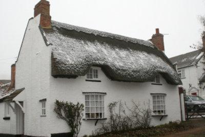 Das Dach wird winterfest.