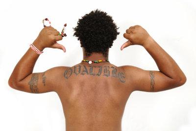Tattoos vor Sonnenbrand schützen