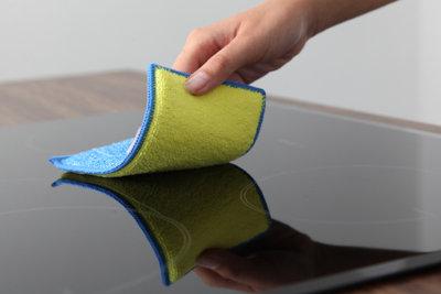 Behandeln Sie Ihr Glaskeramik-Kochfeld vorsichtig.