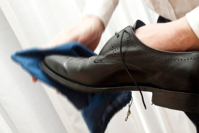 Schuhe richtig putzen leicht gemacht.