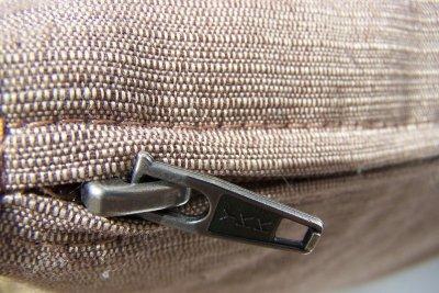 So reparieren Sie kaputte Zipper.