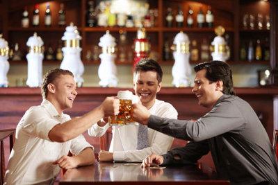 Biergeschenke sind ideal für den Männertag.