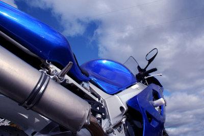 Plastikteile beim Motorrad sind glasfaserverstärkter Kunststoff.