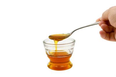 Honig hilft für schöne Lippen.